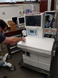 Commissioning a new anaesthetic machine